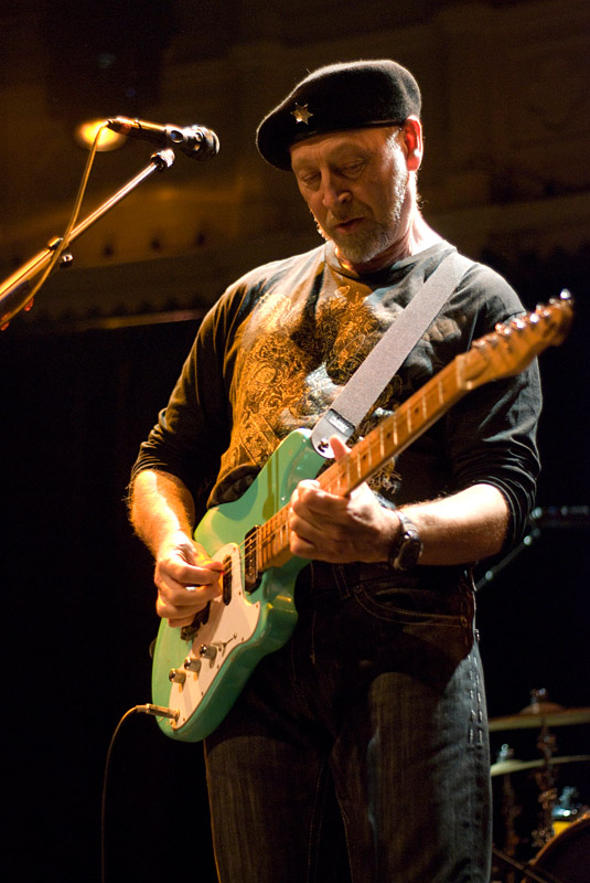 http://www.lindalee.nl/weblog/lightbox/richard_thompson-2970.jpg